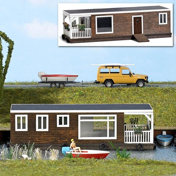 Casa gtuttieggiante in legno Marroneee ho autobusch 187