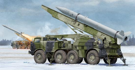 TR 01025 RUSSIAN 9P113 TEL WITH 9M21 ROCKET OF 9K52 LUNA-M SHORT RANGE ARTILLERY ROCKET SYSTEM FROG-7 TRUMPETER